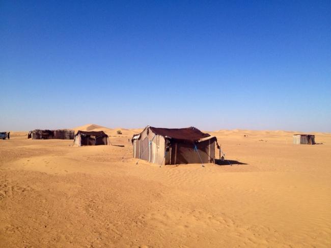 砂漠のキャンプ地